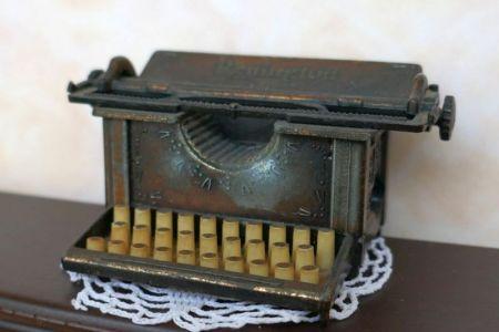01Schreibmaschine Anspitzer