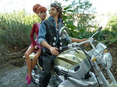 Luzy trifft den Harley Ken (05)